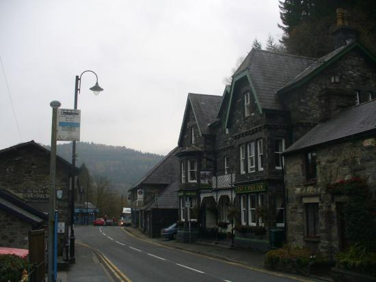 Pont-y-Pair Hotel and Restaurant: Outside of the hotel