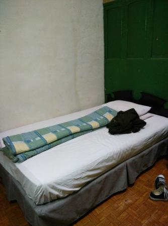 SanVa Hotel: bed is pretty small for couple