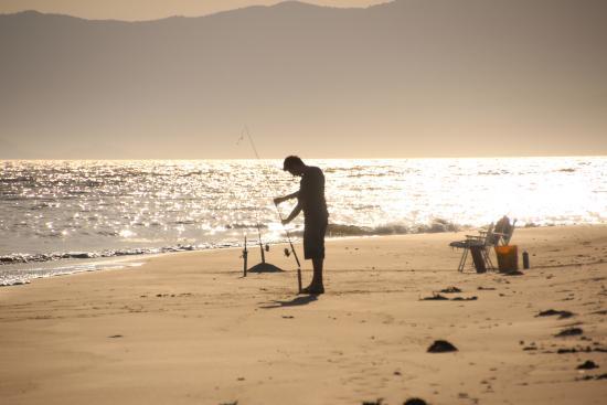 Costa Norte Ponta Das Canas Hotel Florianopolis: Pescando na praia