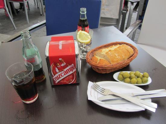 Cerveceria Santa Ana : Appetizers and bread