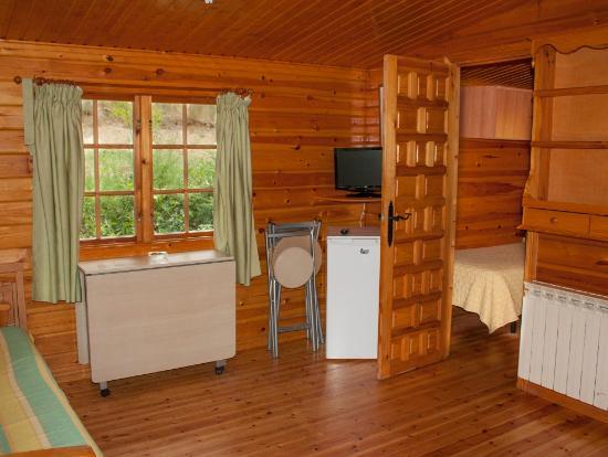 Dormitorio cama de matrimonio caba a 1 habitaci n for Cabana madera precio