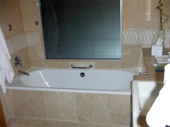 Swissotel Ankara : Banheiro espaçoso