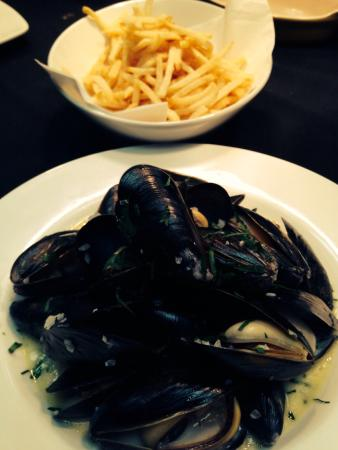Cassis Bistro : Moules marinieres frites