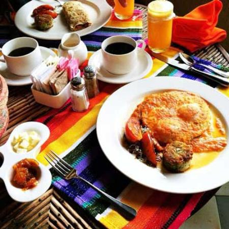 Casa Natalia: Delightful breakfast delivered to our in-room patio