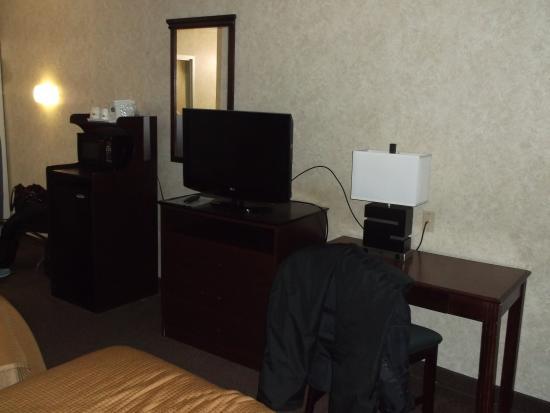 Howard Johnson Inn - Saugerties: Our room 108