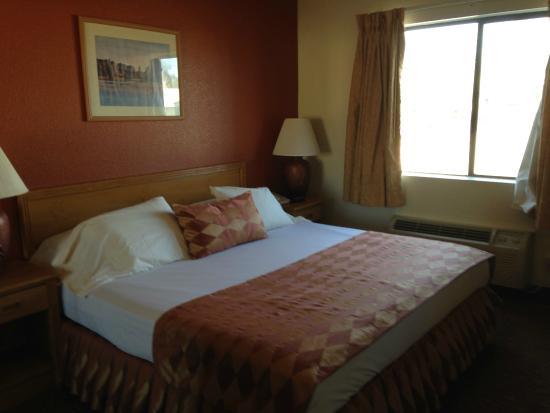 Island Suites: 2nd floor king suite bedroom