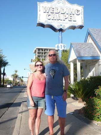 Las Vegas Walking Tours Graceland Wedding Chapel