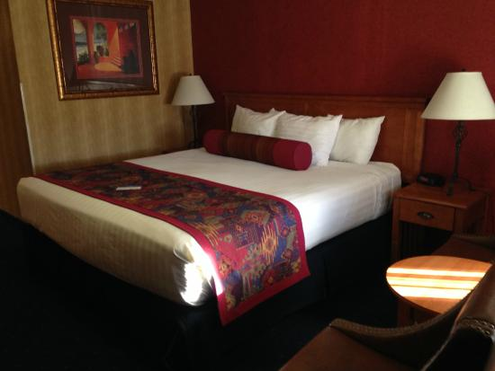 Best Western Travel Inn: king bed
