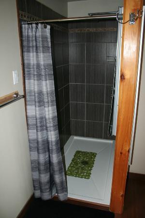 Domaine de la Baie: La douche de la salle de bain, dans la suite st Maurice