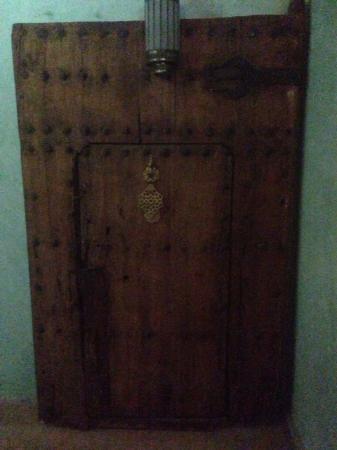 Ryad Dar Karima: An ancient door in the ryad