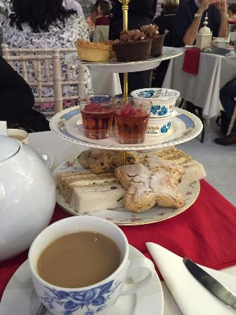 Earls Court Exhibition Center: Afternoon tea yes please