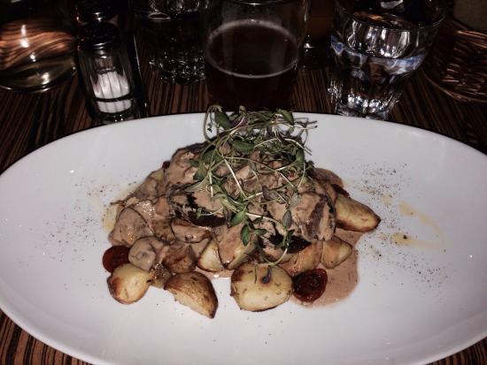 Gattostretto: Oksebøf hmm, mør og perfekt stegt, og en hel fantastisk svampesovs og kartofler.