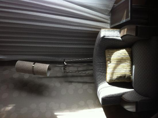 Courtyard Denver Cherry Creek : Sitting area in room