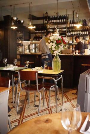 Vilia: Une salle au décor soigné