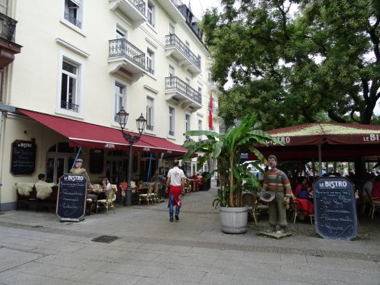 LE BISTRO Gaststättenbetriebs-GmbH: Outside seating means good people-watching