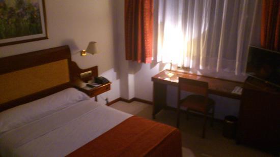 Gran Hotel de Ferrol: Habitación cálida y muy silenciosa