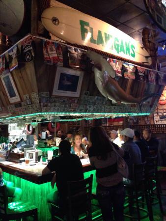 Flanigan's Seafood Bar and Grill : Uno de los mejores spots en Miami para pescado, alias y costillas