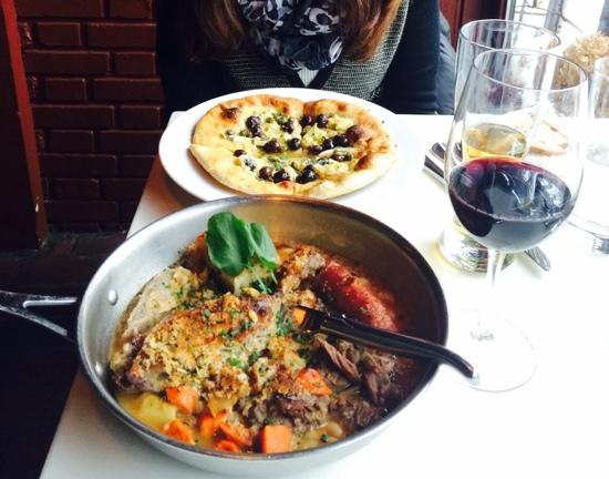 L'Albatros Brasserie + Bar: cassoulet and pizza...delicious!