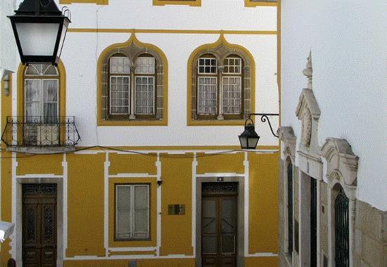 Antiga Casa dos Morgados do Esporao com Janelas Manuelinas