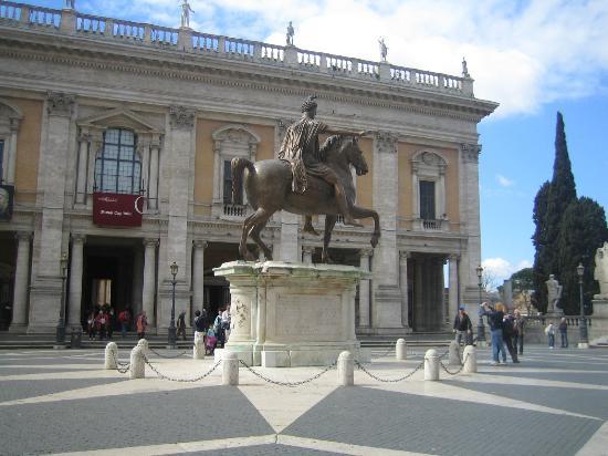 Palazzo dei Conservatori: Вид на музей с площади