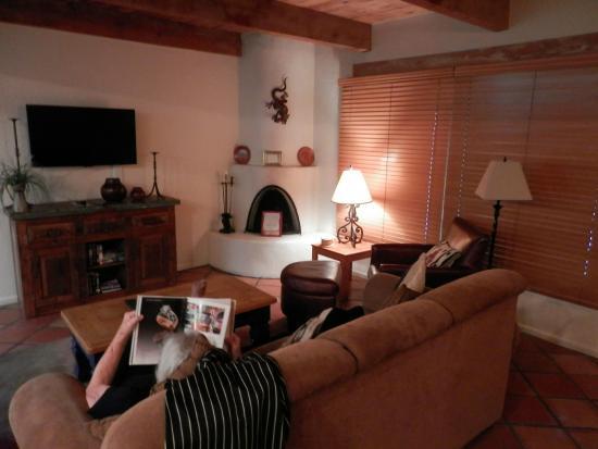 Fort Marcy Hotel Suites: Premium Condo