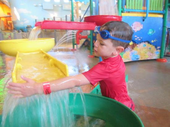 Adam's Mark Hotel & Conference Center: waterpark is small but nice, and indoors