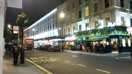 Castleton Hotel: street across the hotel, Sussex Gardens