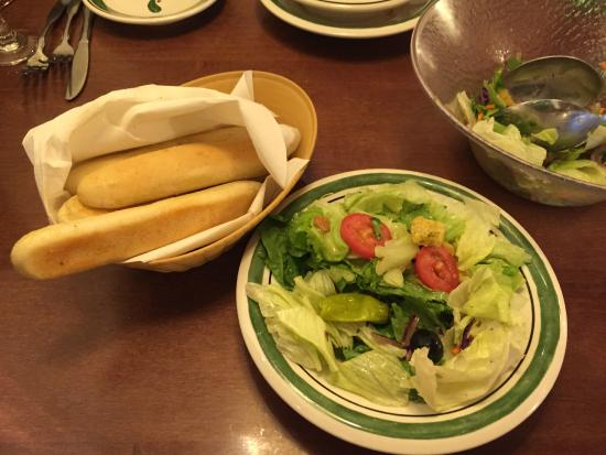 All You Care To Eat Breadsticks And Salad Fotograf A De