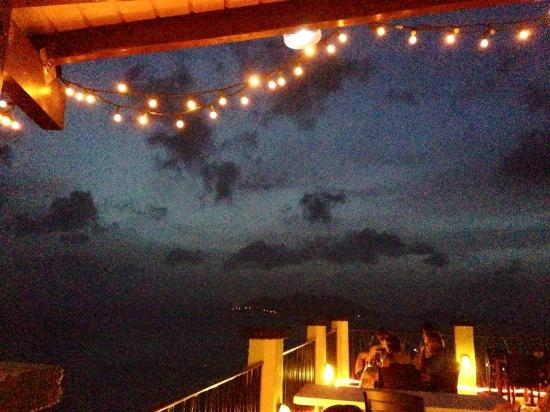 BananaKeet Cafe: beautiful lighting into the night