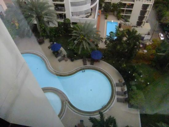 Rembrandt Towers Serviced Apartments: View of the pool from the17th floor