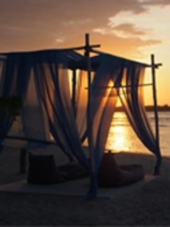 Adeng-Adeng Bungalows: Adeng-Adeng beachbar - great for sunsets!
