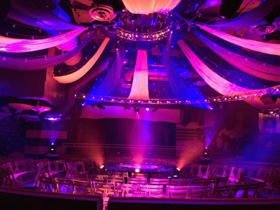 CabaRAE Theater & Lounge