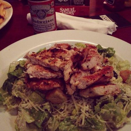 Norman's Tavern: Nice salads
