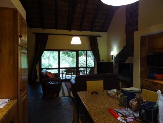 Sabi River Sun Resort : Inside the chalet