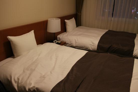 Dormy Inn Hirosaki: ツインのベッド