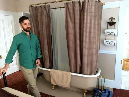 Deer Creek Inn : Winifred Suite bedroom (claw-foot bathroom IN the bedroom!!)