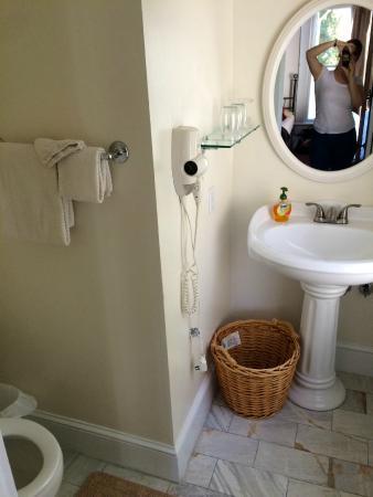 Deer Creek Inn : Winifred Suite bathroom