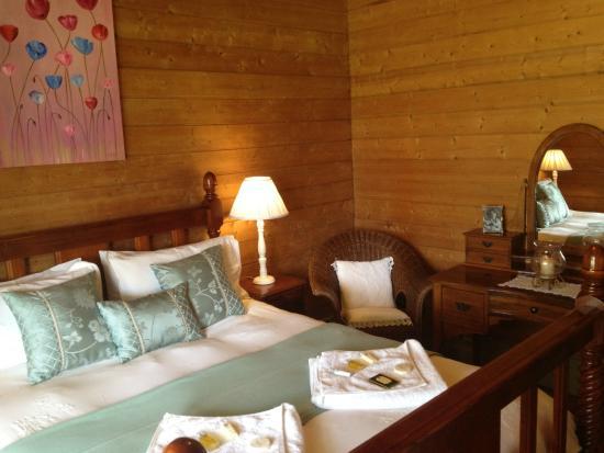 Birch House & Studio: Bedroom 2