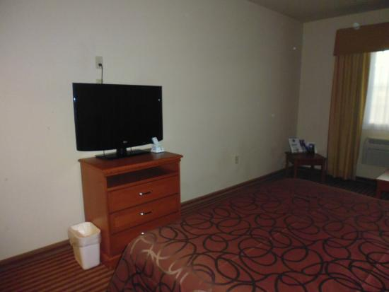 BEST WESTERN Rambler: No desk though plenty of room for one