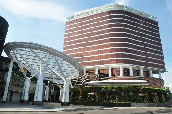 The Trans Luxury Hotel Bandung: Hotel Exterior