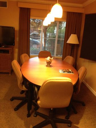 HYATT House Santa Clara: A big table for meetings