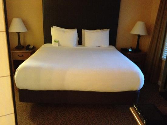 HYATT House Santa Clara: My big comfort king bed