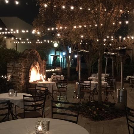 Grace 1720: Outdoor dining area