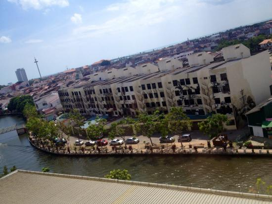 Wana Riverside Hotel : Riverside - Nice view from my room