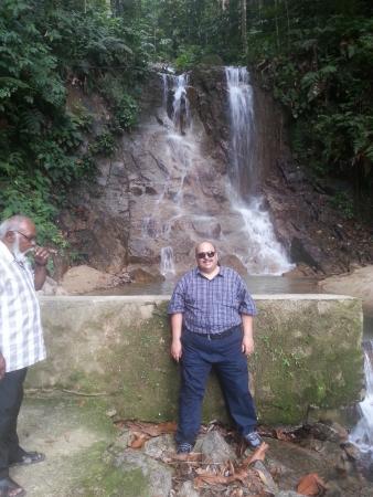 Jeriau Waterfall: small waterfall in the jungle