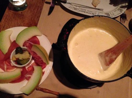 Le Petit Patron: Fondue de queijo com parma como acompanhamento