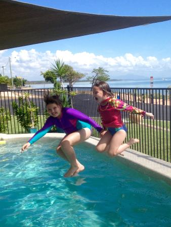 Cardwell Beachfront Motel: The pool was a hit with the kids