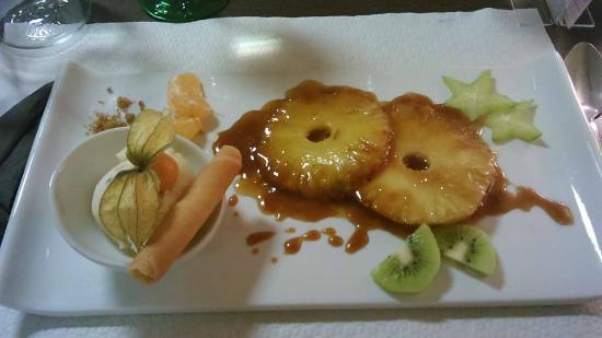 Stan' traiteur Restaurant : Ananas caramélisé ,sorbet rhum raisin