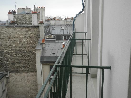 Ibis Paris Sacré Coeur 18ème : Balcony area