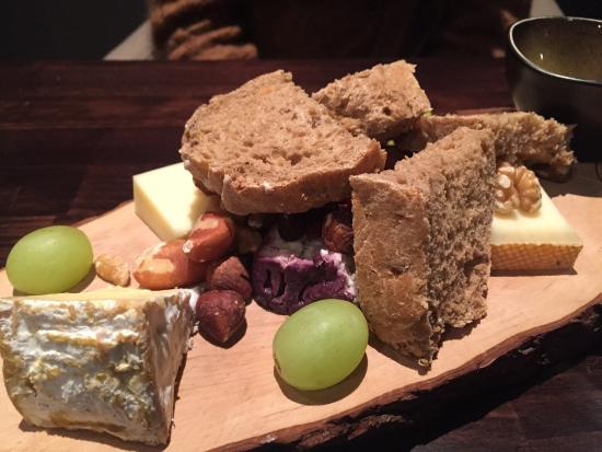 Le 54 : Great cheese plate to conclude the fantastic diner !